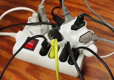 預防火災插座勿連接多種電器